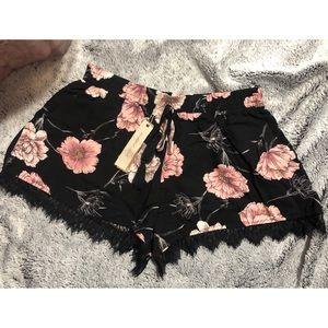Mustard Seed | Black & Pink Lace Trim Shorts Sz M